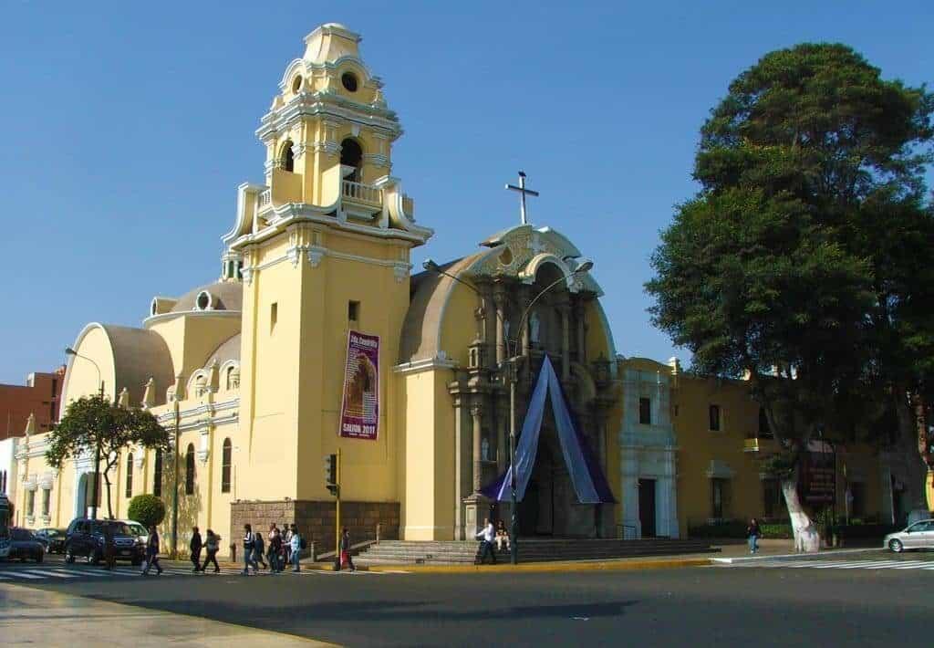 Iglesia de la Santisima Cruz Barranco - Lima