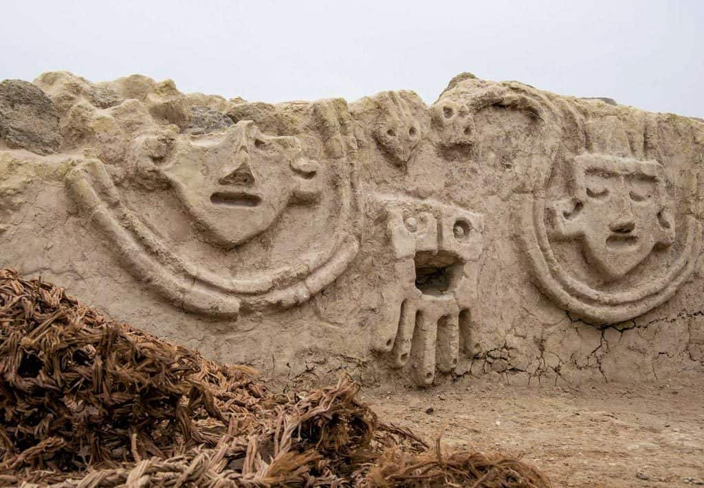Reliefs Caral