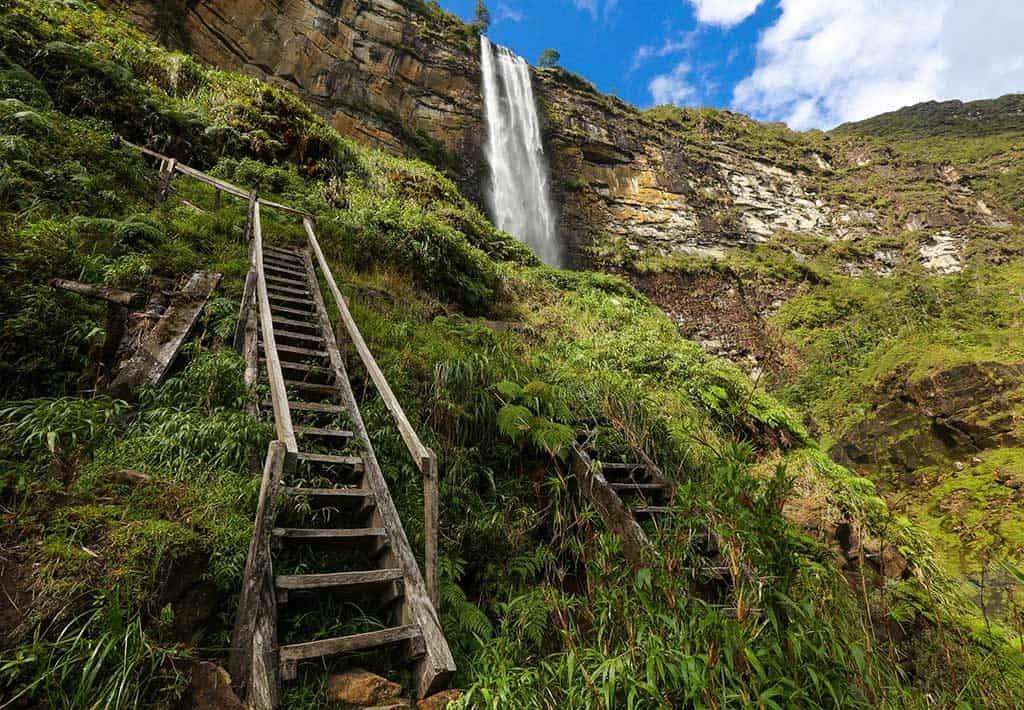 Trap bij Gocta waterval